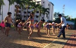 Quảng Ngãi dạy bơi miễn phí cho trẻ em