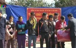 Tặng quà Tết, cứu trợ lương thực cho đối tượng chính sách ở Điện Biên