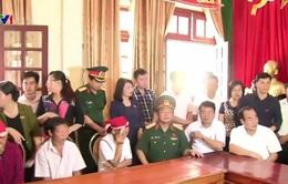 Phó Chủ tịch Quốc hội Đỗ Bá Tỵ thăm hỏi đồng bào vùng lũ