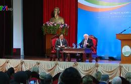 Tổng thống Ireland thăm cán bộ, sinh viên Đại học Quốc gia Hà Nội