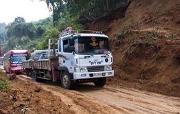 Điện Biên: Sạt lở gây ách tắc giao thông Quốc lộ 279