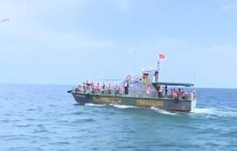 Diễn tập cấp cứu ngư dân trên biển