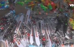 Bắt số lượng lớn đồ chơi bạo lực trẻ em ở Vinh