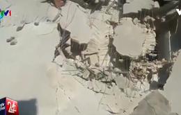 Hình ảnh em bé Syria được cứu thoát từ tòa nhà bị sập gây ấn tượng mạnh
