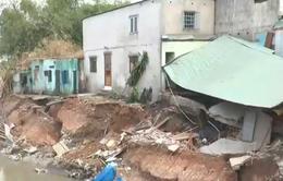 Sau mưa lớn, một nhà dân tại Đồng Nai bị sập