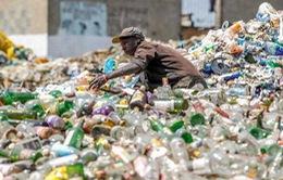 """Kenya: """"Đổi rác lấy tiền"""" khuyến khích người dân bảo vệ môi trường"""