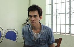 """Nha Trang: Khống chế đối tượng """"ngáo đá"""" cầm dao kề cổ con tin"""