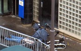 Pháp tiêu diệt đối tượng tấn công đồn cảnh sát