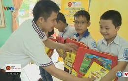 Giải xe đạp Quốc tế VTV Cúp Tôn Hoa Sen đồng hành cùng em đi học tại Nam Định