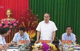 Đồng chí Nguyễn Thiện Nhân làm việc với cán bộ chủ chốt tỉnh Trà Vinh