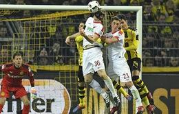 Vòng 16 Bundesliga: Hòa chật vật Augsburg, Dortmund khó đuổi kịp Bayern