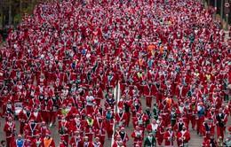 Hàng nghìn ông già Noel chạy đua gây quỹ từ thiện tại Tây Ban Nha