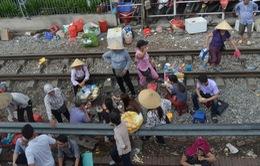 Cuộc sống nguy hiểm của người dân xung quanh đường tàu