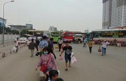 Người dân tấp nập trở lại Thủ đô sau dịp nghỉ lễ Giỗ Tổ