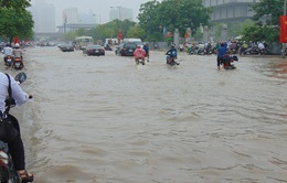 Phía Tây Hà Nội vẫn ngập nước sau trận mưa lớn