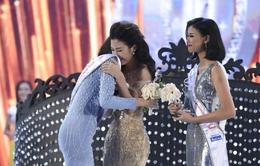 Đỗ Mỹ Linh ngỡ ngàng trong giây phút đăng quang Hoa hậu Việt Nam 2016