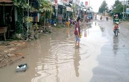 Đồng Tháp:  Quốc lộ 30 ngập sâu sau mưa