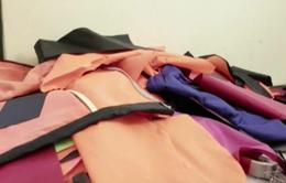 Hy Lạp: Người di cư tái chế áo phao để bảo vệ môi trường