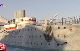 Tù nhân Nga đắp siêu du thuyền khổng lồ bằng tuyết