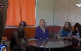 Lớp học dạy người nhập cư cách cư xử với phụ nữ
