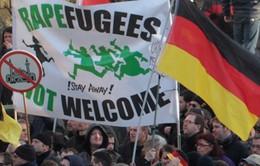 Người nhập cư tiếp tục quấy rối phụ nữ Đức