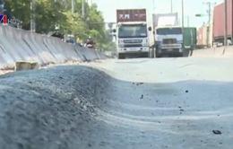 TP.HCM: Tuyến đường vào cảng Cát Lái xuất hiện nhiều rãnh sâu hàng chục cm