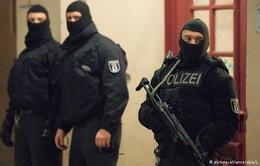 """Cuộc chiến chống khủng bố đang """"hâm nóng"""" châu Âu"""