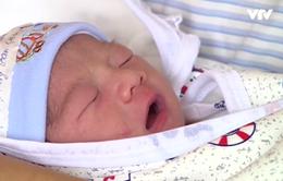 Em bé đầu tiên ra đời bằng thụ tinh nhân tạo tại Phú Thọ