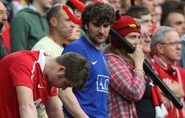 """Van Gaal đã """"sa mạc hóa"""" sân Old Trafford"""