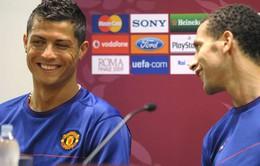 Rio Ferdinand quyết hơn thua với C.Ronaldo bằng... cơ bắp