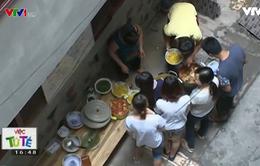 Bà chủ nhà trọ tốt bụng nấu ăn miễn phí cho sinh viên