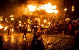Độc đáo lễ hội lửa tại Scotland