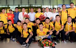 ĐT Futsal Việt Nam được chào đón nồng nhiệt tại sân bay