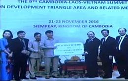 Tặng 5 tấn gạo cho Việt kiều nghèo ở Campuchia