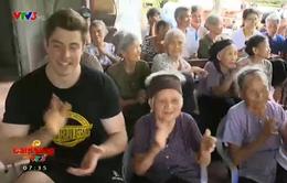 Hiệp hội Nhân quyền Anh mang niềm vui tới trại phong Quả Cảm Bắc Ninh
