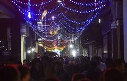Người dân cả nước tận hưởng không khí Giáng sinh