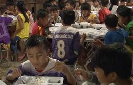 Giúp học sinh vùng cao Quảng Nam không bị cắt bữa mùa lũ