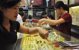 Giá vàng tăng mạnh, chứng khoán giảm điểm sau kết quả bầu cử Mỹ
