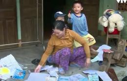 Hàng loạt gia đình mất giấy tờ do lũ lụt