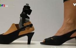 Chân giả đi giày cao gót cho phụ nữ khuyết tật