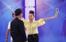 Vietnam Idol: Thu Minh tung tăng chạy vì được... trao vé vàng