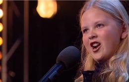 """Britain's Got Talent: """"Nổi da gà"""" với cô bé 12 tuổi hát nhạc kịch siêu hay"""