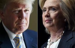 """Bernie Sanders """"bỏ cuộc chơi"""", bà Hillary trước bài toán lôi kéo cử tri"""