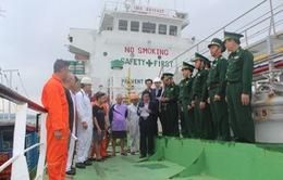 BĐBP Quảng Ngãi trục xuất tàu nước ngoài chở xăng lậu