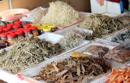 Biến động thời tiết, hải sản khô tăng giá
