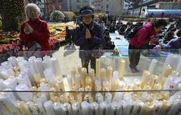 Hàn Quốc: Phụ huynh đi chùa cầu may cho con em thi đại học