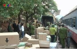 Bắt giữ vụ vận chuyển hàng lậu lớn trên tàu hỏa từ Lạng Sơn về Hà Nội