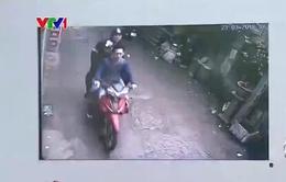 """Camera """"tố"""" 3 đối tượng hành hung nhà báo Đỗ Doãn Hoàng"""