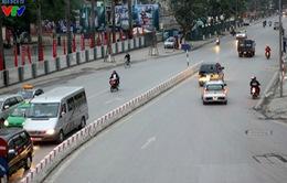 Đường phố Hà Nội thưa thớt người trong sáng sớm 2016