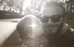 Ông bà Beck khoe ảnh ngọt ngào với con gái cưng